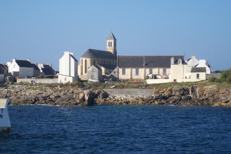 100_3803 en arrivant au port, vue vers l'église